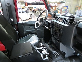 Интерьер Land Rover Defender 2012 года