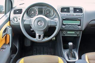Интерьер Volkswagen Cross Polo 2014 года